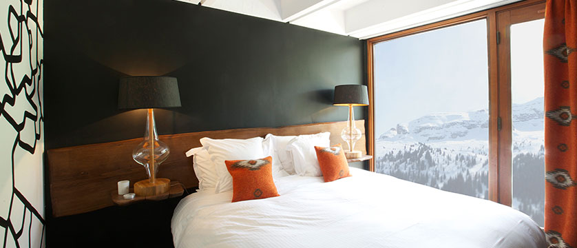 France_Flaine_Hotel-terminal-neige-totem_Bedroom-mural3.jpg